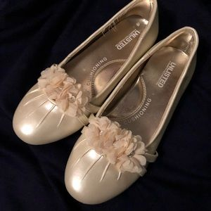 Other - Unlisted cream girls dress shoes sz 2